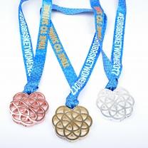 Ražená medaile s průseky